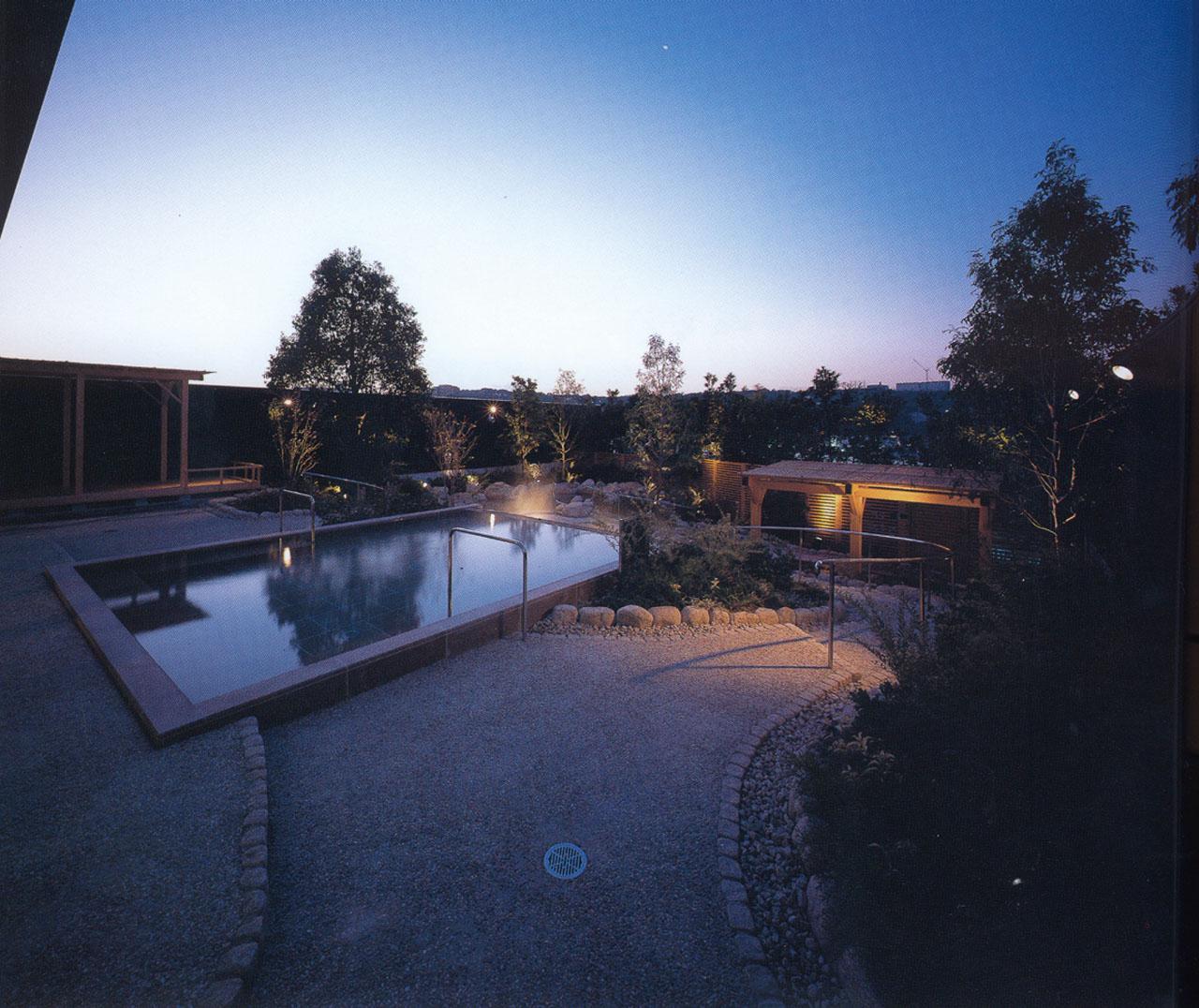 ジェームス山天然温泉 月の湯舟 露天風呂