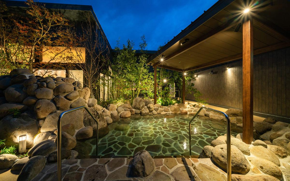 小戸の湯どころ ヒナタの杜 020-男子岩風呂夜景